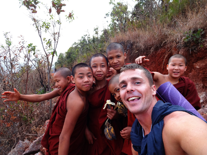 myanmar-Kalaw-monks.jpg, 324kB