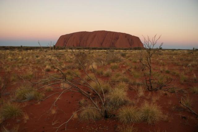 Ayres Rock / Uluru v zapadajícím slunci 6 - Centrální Austrálie