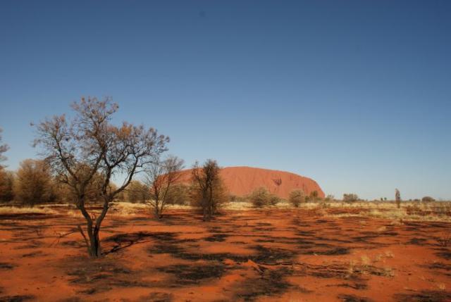 Spálená země před Ayres rock / Uluru - Centrální Austrálie