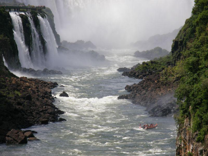 Adrenalinová jízda pod vodopády - Vodopády Iguazu (Argentina)