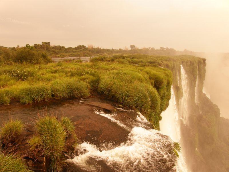 Z převisu nad Garganta del Diablo II - Vodopády Iguazu (Argentina)
