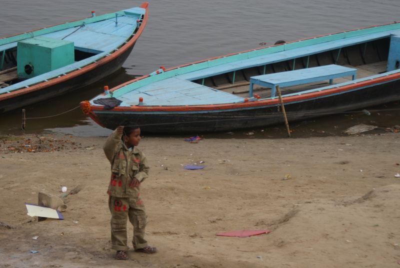 Pouštění draků se těší velké oblibě nejen mezi dětmi II - Indie - Posvatne mesto Varanasi