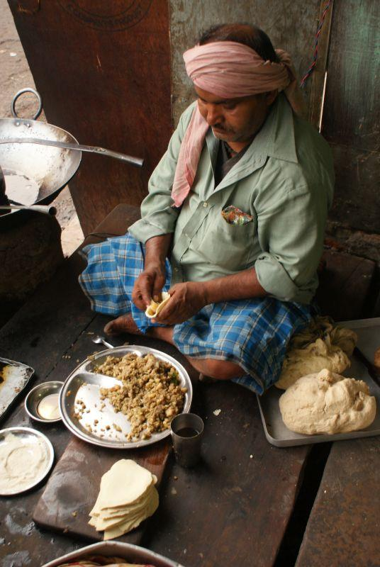 Výroba samosa - Indie - Posvatne mesto Varanasi