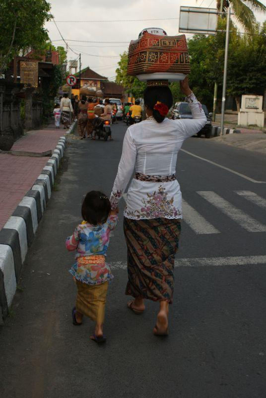 Matka s dítětem - Indonésie- Bali
