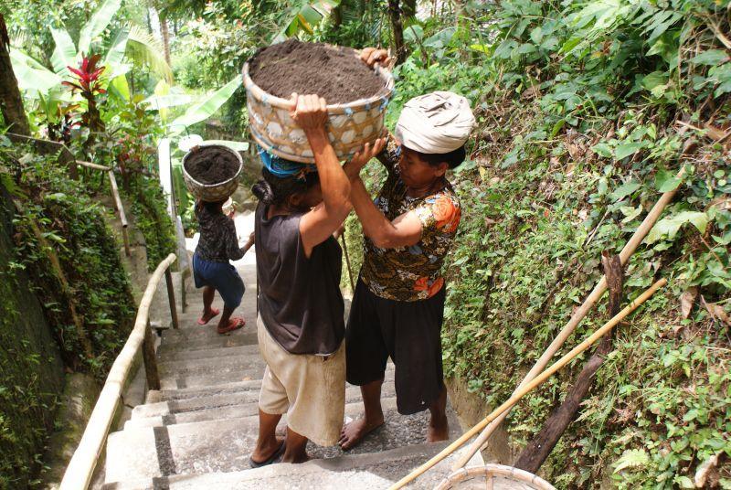 Předávání nákladu - Indonésie- Bali