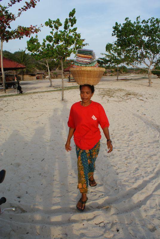 Plážový prodejce - Indonésie- Lombok