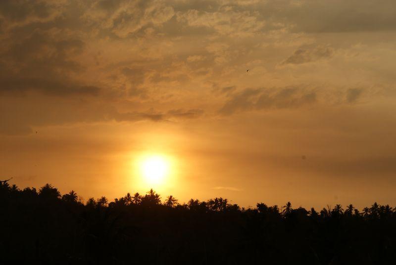 Západ nad džunglí - Indonésie- Lombok