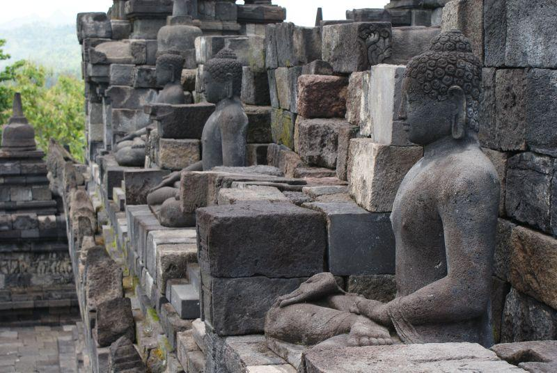 Jeden z Buddhů, Borobudur - Indonésie- Yogyakarta