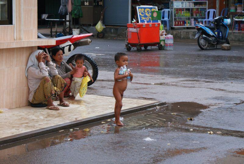 Hned za hranicemi Vietnamu začíná jiný svět - Kambodža- Phnompenh a okolí