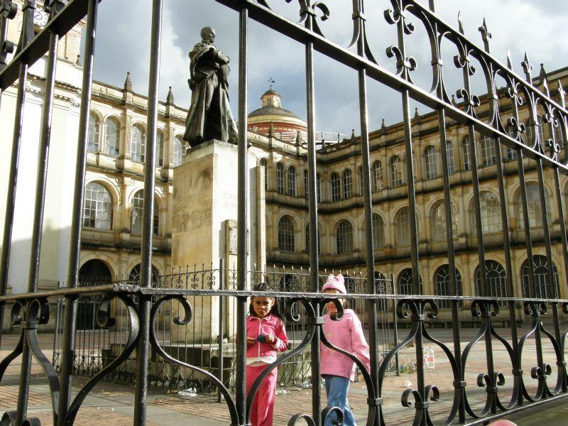 děvčátka za plotem - Kolumbie